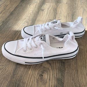 Converse white low top sneakers shoes